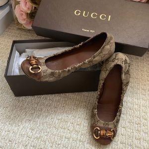 Gucci monogram horseshoe flats